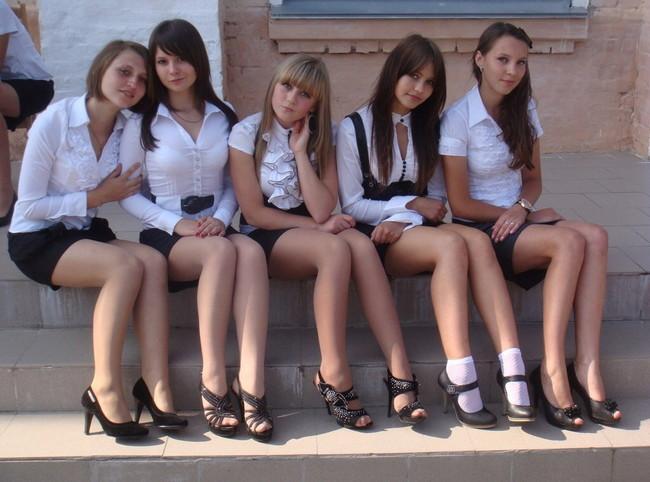 ロシアの女子校生がこれだ!ミニスカートがデフォ!?w