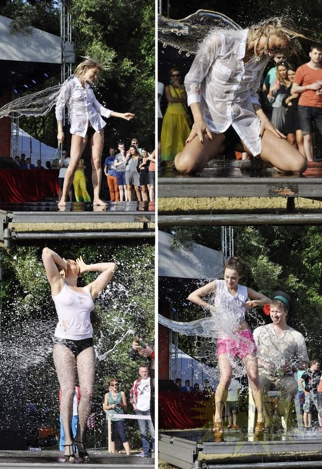 ロシアの濡れTシャツコンテストの際の模様