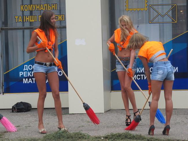 ロシアの清掃イベントに集まった一般女性たち