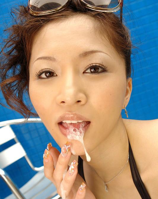 【口内射精エロ画像】エロいフェラのあと、口内発射した精子を確認のため、口から精子を出してくれるお姉さん達!!(26枚)