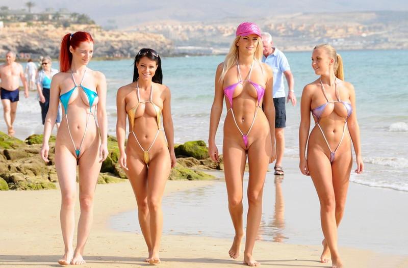 【外国美女エロ画像】海外のお姉さん達のスタイルが抜群だから食い込んでもマイクロビキニが似合いすぎてエロすぎて!(27枚)