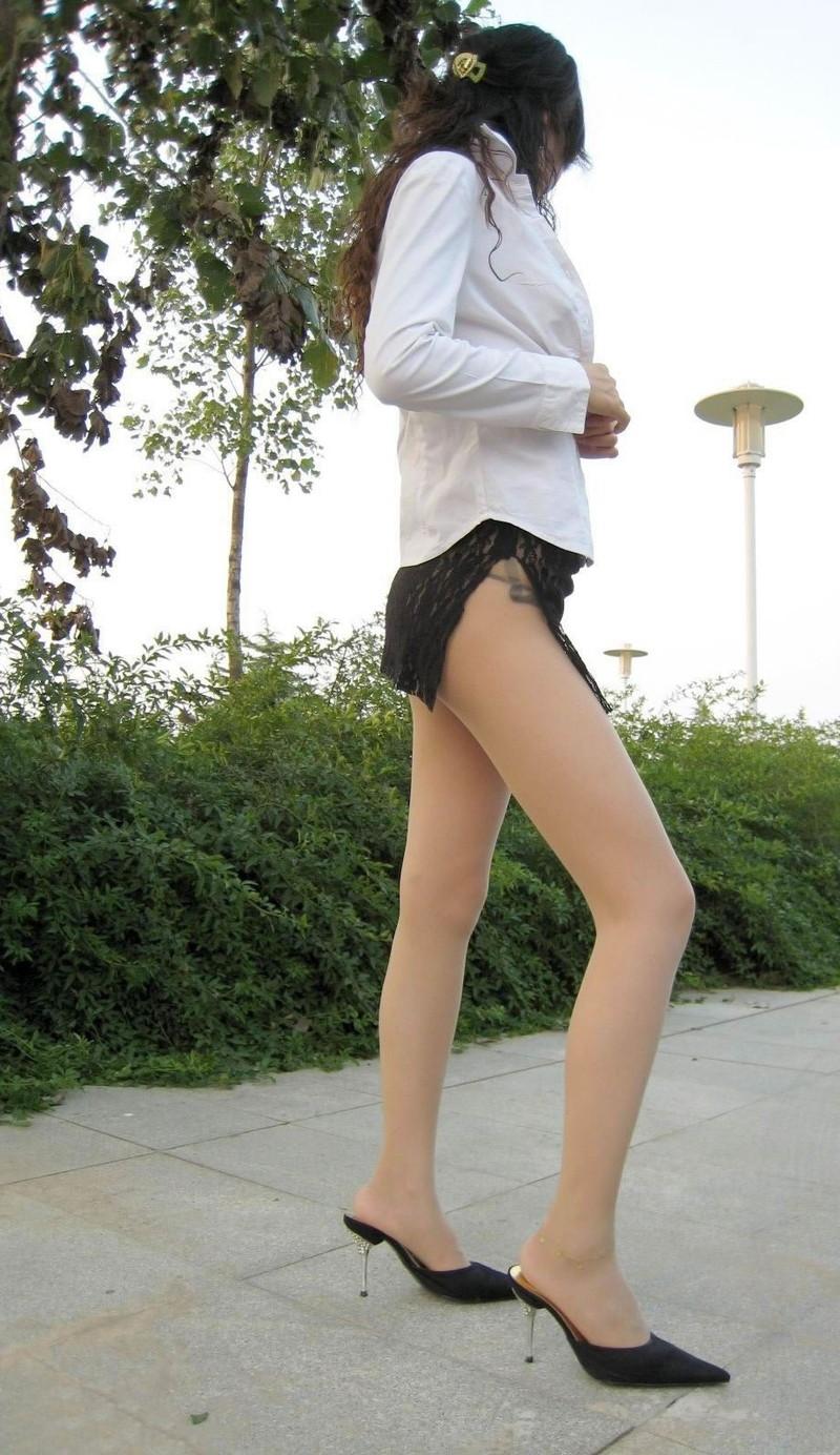 タイトすぎるスカートが美脚を更にエロくする!!