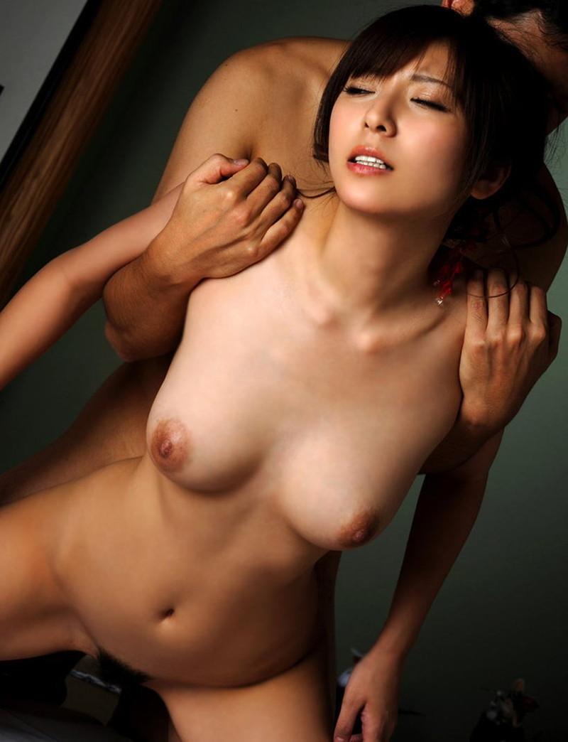 【セックスエロ画像】やっぱりヤる時全裸じゃないとね!?開放感溢れるスタンダードセックス!?(30枚)