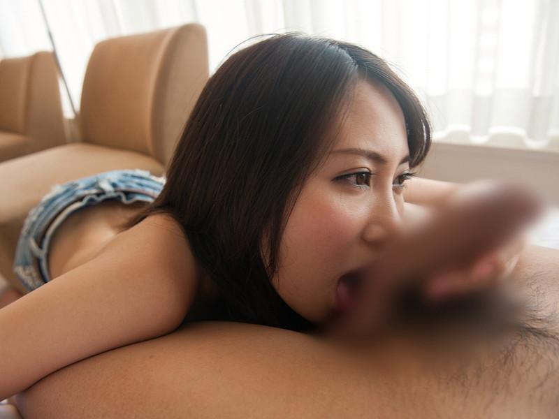 玉舐めから裏筋に移動する舌にゾクゾク感を感じる!?