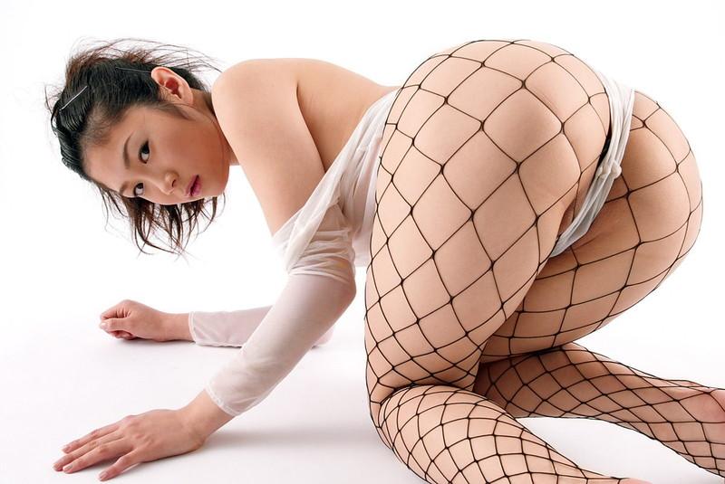 【四つん這いエロ画像】綺麗なお尻をお持ちの美女達のTバック姿での四つん這いがエロすぎる!?