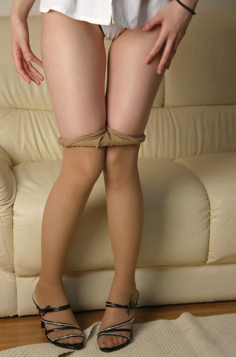 スレンダーな美脚を持ったお姉さんの着替えシーンが見れました!