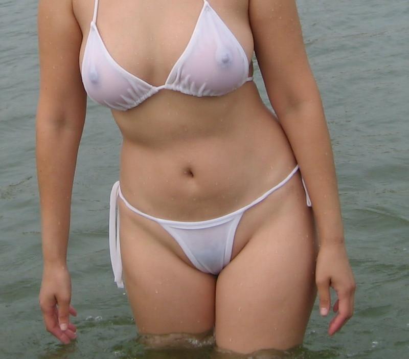【ビキニエロ画像】暑い夏が股間を熱くする!今すぐ海やプールに行きたくなるエロいビキニ!(27枚)