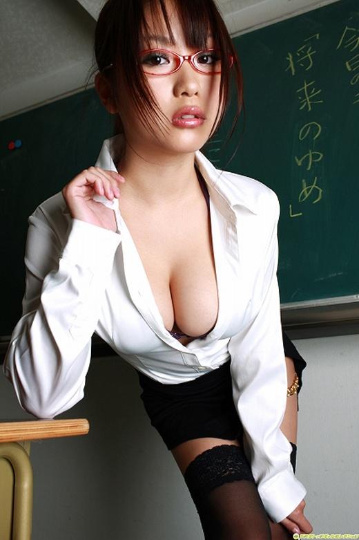 【眼鏡エロ画像】これを見るとあえてその眼鏡を付けながらエッチなことして欲しくなる!?(27枚)