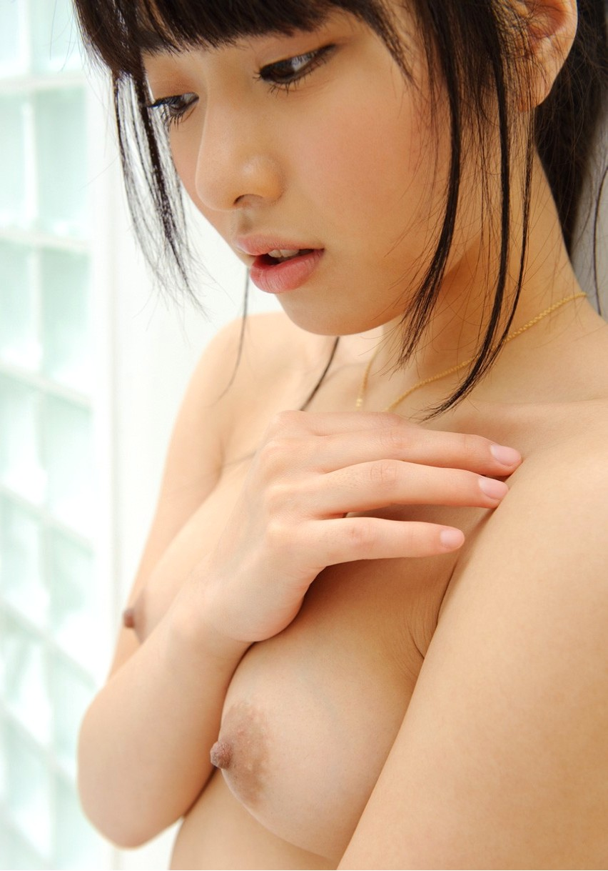 【貧乳エロ画像】ちっぱい綺麗なおっぱいを持つ美女達がエロい!?(36枚)