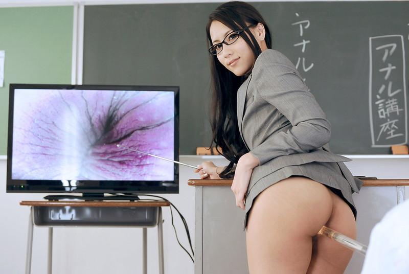 勃起させたら女教師に単位をもらえる!?