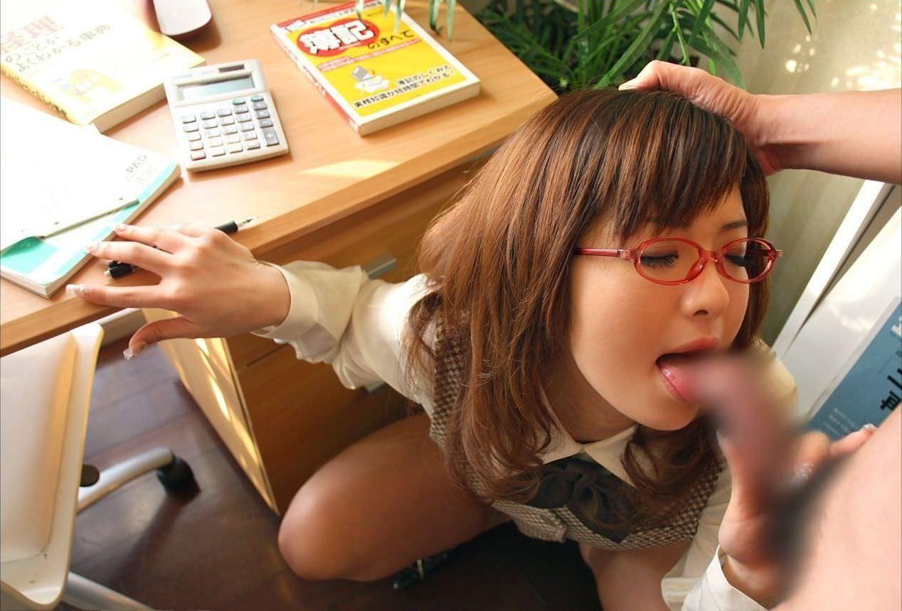 【眼鏡エロ画像】フェラするインテリ感漂う眼鏡をかけたお姉さん達はしゃぶり方も計算している!?w(23枚)