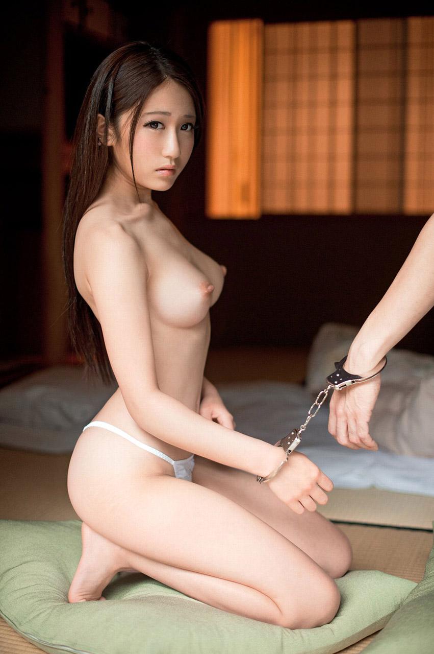 【手錠エロ画像】もうSMでも何でも好きにして状態の手錠をされたお姉さん達!?(29枚)