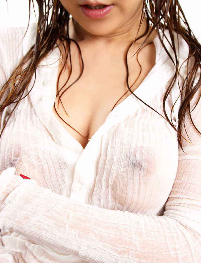【着衣エロ画像】ちゃんと服を着てるのに乳首がポチッと浮き出てノーブラなのが丸分かり!(24枚)
