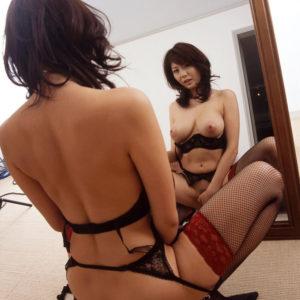 【鏡エロ画像】ヤッホイ!鏡さえあれば前から見るおっぱいも後ろから見る美尻も両方一気に見れますな!(27枚)