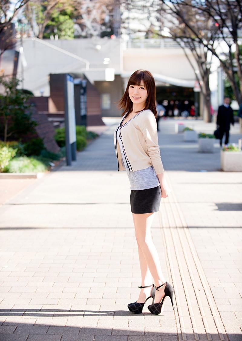 綺麗なお姉さんのミニスカート姿がエロい!
