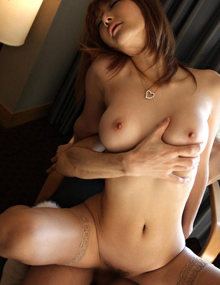 【乳揉みSEXエロ画像】乳揉みすることによりセックスが2倍気持ち良くなる!?(36枚)
