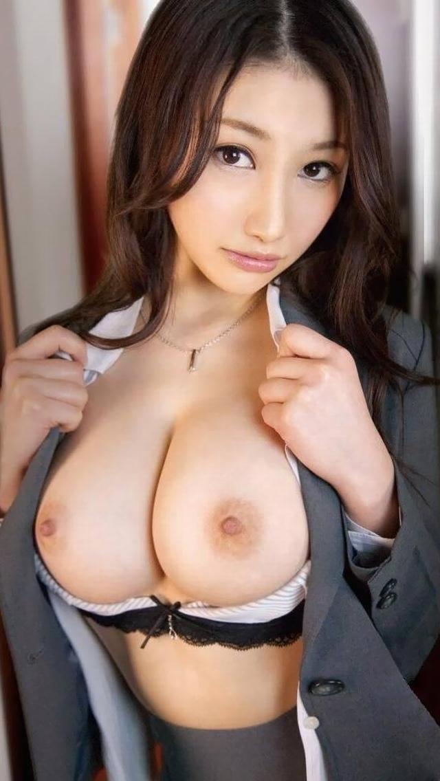 【寄せ乳エロ画像】巨乳を寄せることにより伝わる柔らかさが堪らん!(27枚)