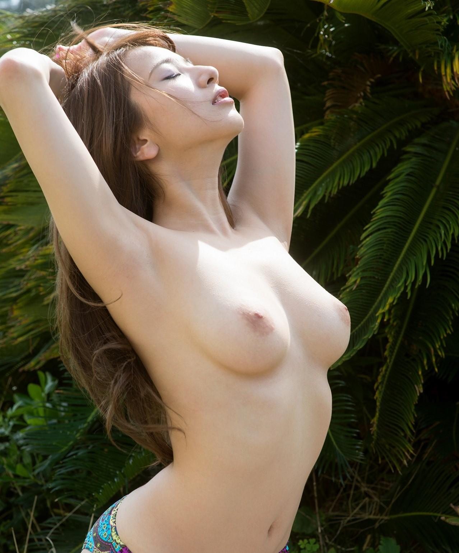 【美白エロ画像】透明感抜群の白い素肌が美女が美しすぎる!(26枚)