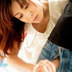 【手コキエロ画像】ぬくもりのある手で包み込むチンコへのハートフルな行為!(28枚)
