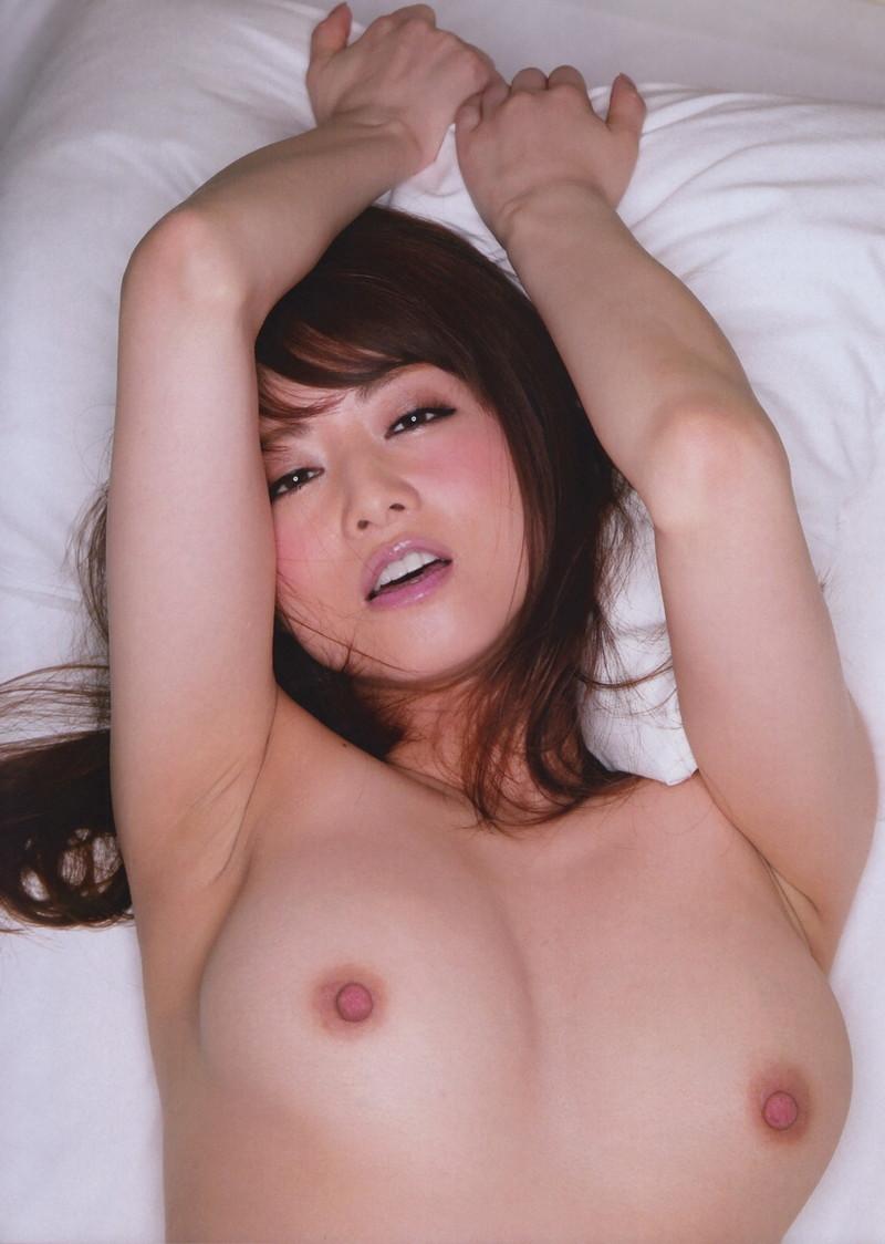 【腋エロ画像】綺麗な腋と綺麗なおっぱいが同時に見れる幸せがここに!(27枚)