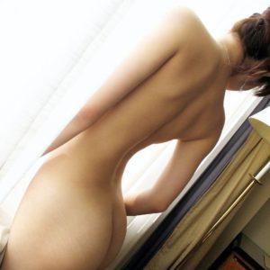 【背中エロ画像】思わず指でなぞりたくなりそうなそそる綺麗な背中!(29枚)