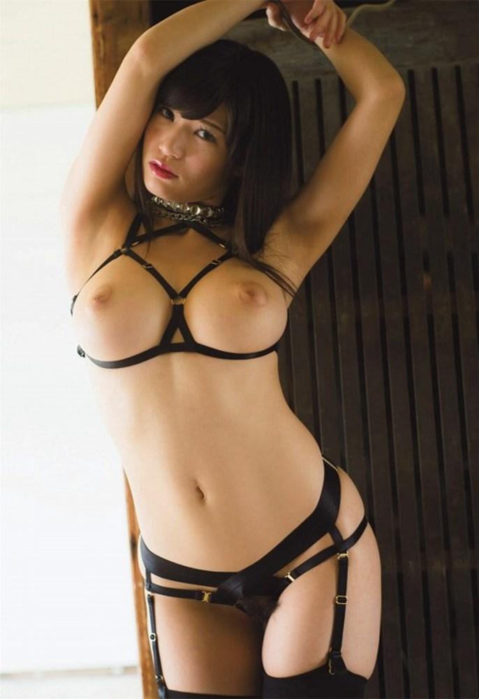 【ガーターベルトエロ画像】太ももと美尻が更に色っぽく見える魅惑の下着!(29枚)