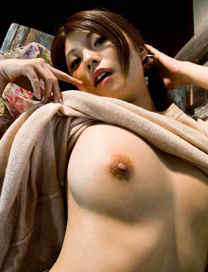 【おっぱいエロ画像】着衣中に見えたたくし上げおっぱいと片乳ポロリおっぱい!(28枚)