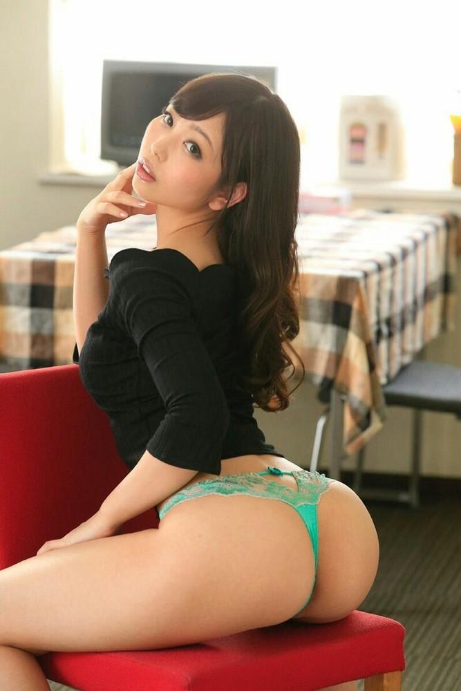 【Tバックエロ画像】美しいお尻を更に綺麗に見せる割れ目に食い込むTバック!(30枚)