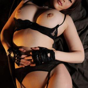 【黒下着エロ画像】黒いランジェリーの色っぽさって堪らない!(26枚)