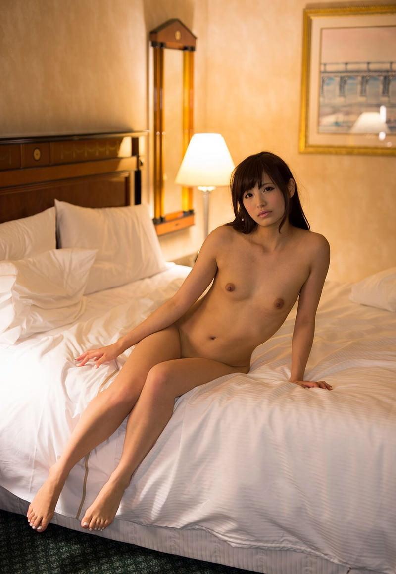 【ヌードエロ画像】ベッドで全裸の美女達に妄想広がりそうな画像集!(27枚)