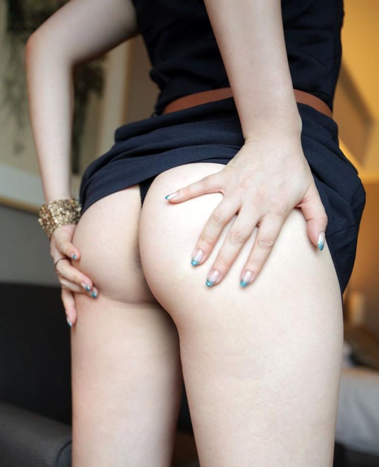 【Tバックエロ画像】その食い込み部分になりたくなっちゃいそうな綺麗なお尻にTバック!(26枚)