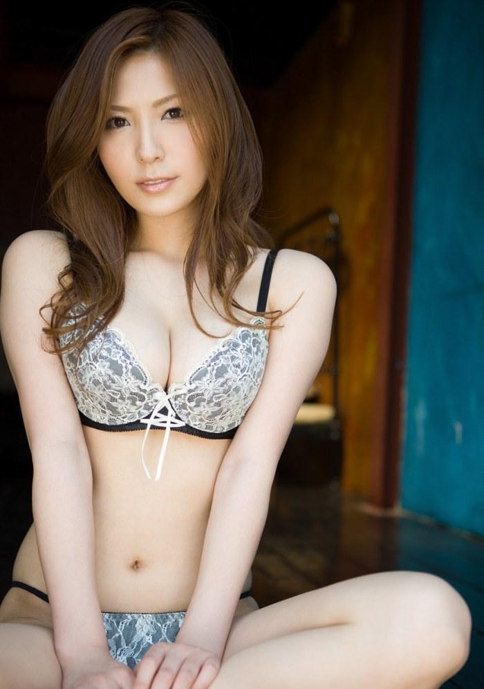 【下着姿エロ画像】セクシーな下着姿の美女達にムラムラ感はハンパない!(27枚)