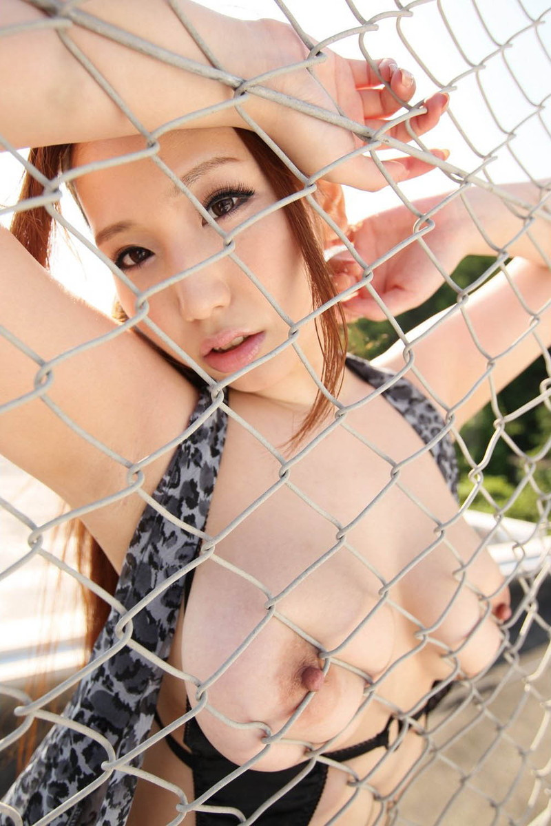 【おっぱいエロ画像】美人なお姉さんの綺麗なおっぱいに見とれてメロメロ!(27枚)