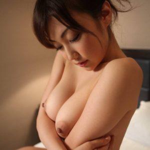 【勃起乳首エロ画像】吸いたくなるピンっと勃起する乳首が堪らん!(49枚)※06/19追加