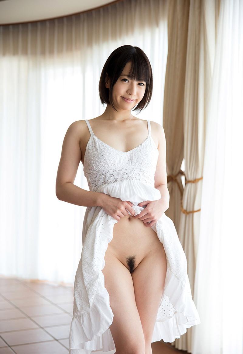 【ノーパンエロ画像】スカートたくし上げたらマン毛見えたっていうサプライズ!?(29枚)