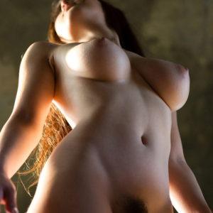 【ローアングルおっぱいエロ画像】乳を下から見上げたらプニュプニュさが伝わってくるんよ(90枚)※07/16追加