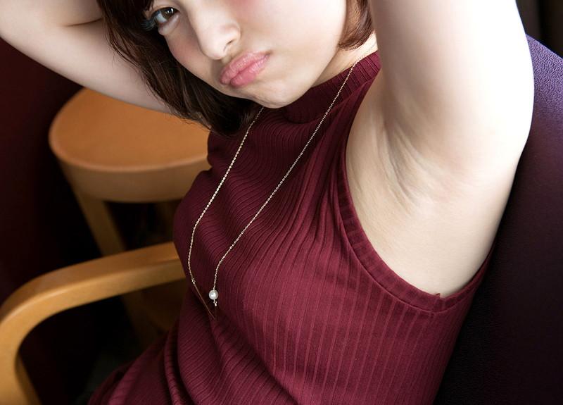【腋エロ画像】腕上げポーズでスベスベしてそうなワキが丸見え美女!(30枚)