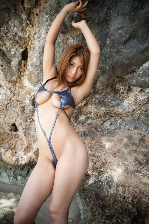 【マイクロビキニエロ画像】キワキワだからビーチでは注目度も段違い!?(30枚)