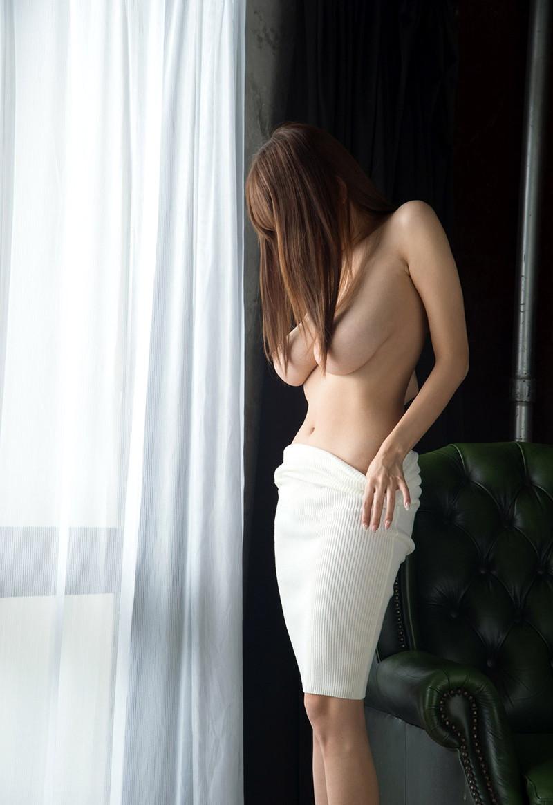 【髪ブラエロ画像】ロングヘアーの綺麗なお姉さんの乳首の隠し方がセクシーすぎる…(19枚)
