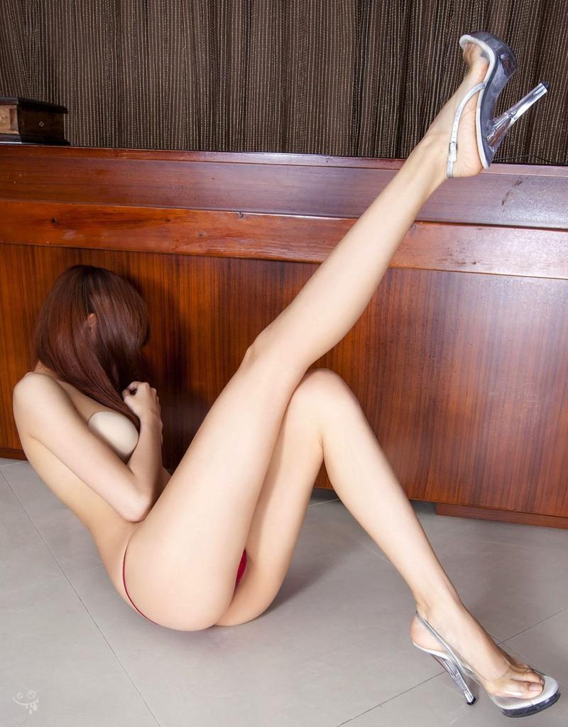 【抜けるエロ画像】マンコくぱぁや長い美脚、立ちバックなど盛り沢山(30枚)
