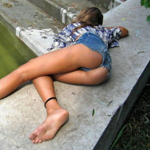 【ホットパンツエロ画像】夏のマストアイテムのホットパンツお尻はエロかった…(52枚)※09/26追加