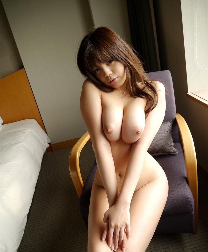 【巨乳エロ画像】巨乳の柔らかさがやけに伝わる画像ってどう!?(28枚)