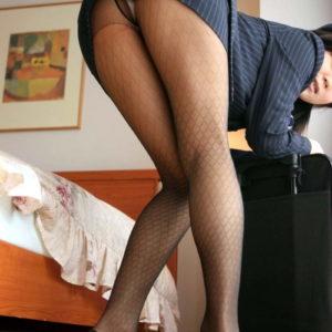 【タイトミニエロ画像】タイトスカートはミニの方がいいに決まってるよね!?(25枚)