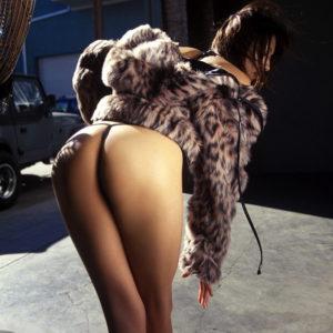 【抜けるエロ画像】前屈みの美脚美女やイマラチオなど悶々とできる画像が盛りだくさん!(30枚)