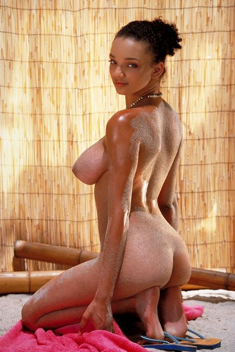 【黒人美女エロ画像】引き締まった体に見惚れてしまう黒人女性のヌード!(22枚)