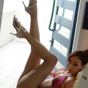 【美脚エロ画像】見惚れずにはいられない長い脚のエロ画像!(27枚)