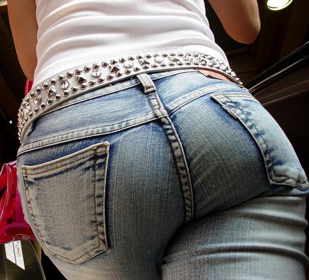 【デニムエロ画像】尻がパツパツのデニムジーンズやホットパンツ!(18枚)