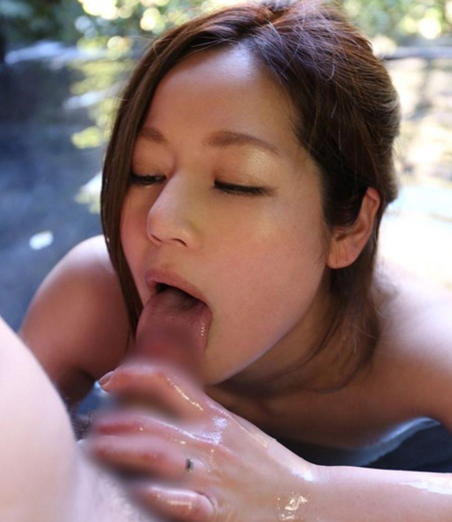 【フェラチオエロ画像】長時間はできないお風呂に浸りながらフェラ!(22枚)