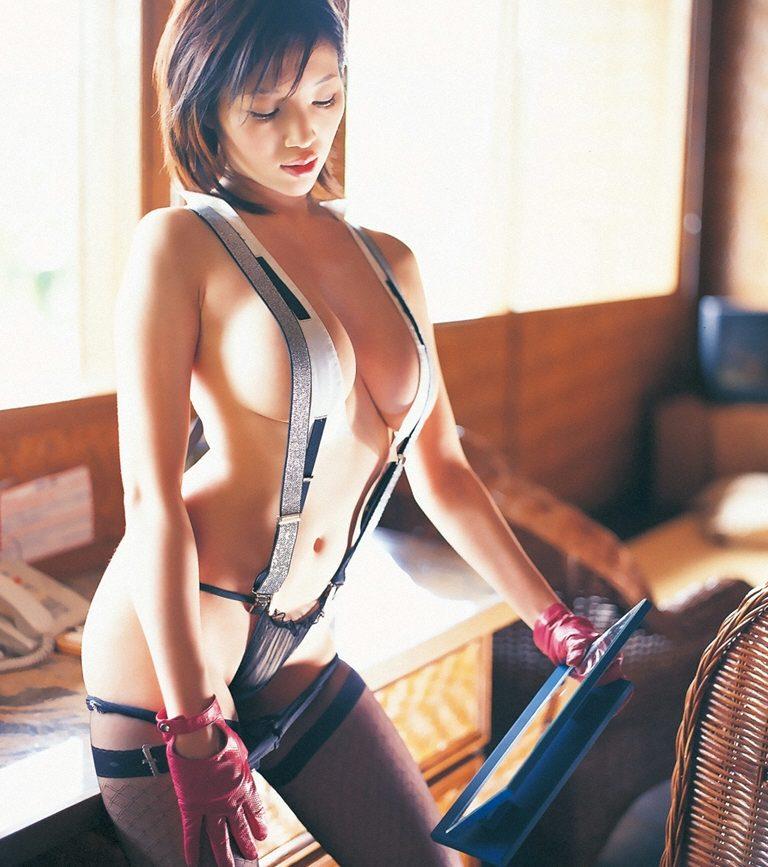 【サスペンダーエロ画像】サスペンダーから美乳が見えたり見えなかったり!(12枚)