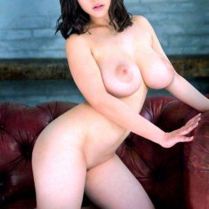 【巨乳エロ画像】ムッチリbodyな巨乳のお姉さんが素っ裸!(27枚)